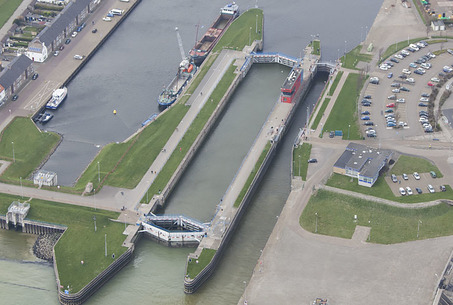 Photo showing VLISSINGEN - HARBOUR AREA